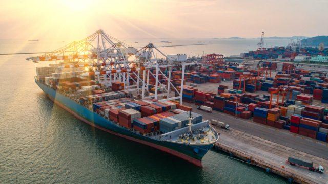 CONTAINERS: Efeito da pandemia gera caos em portos marítimos pelo mundo