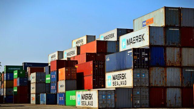 A China International Marine Containers compra por quase 1 bilhão de dólares o maior fabricante de contêineres