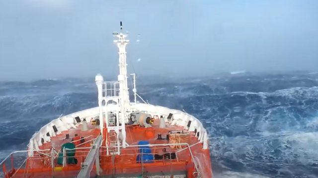 Navio Maersk perde 750 contêineres no Oceano Pacífico